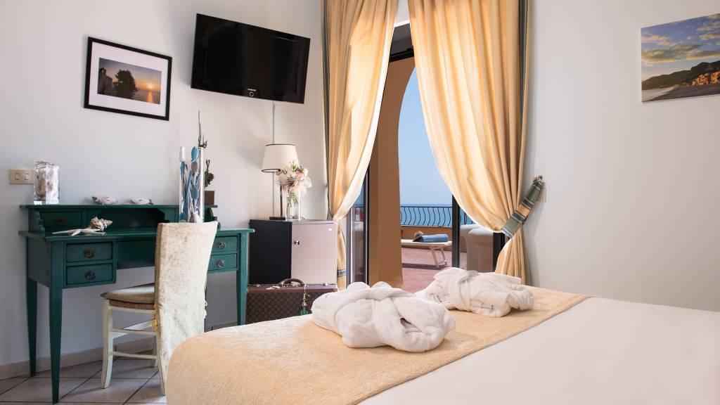 Hotel-Albatros-Varigotti-01-4camere