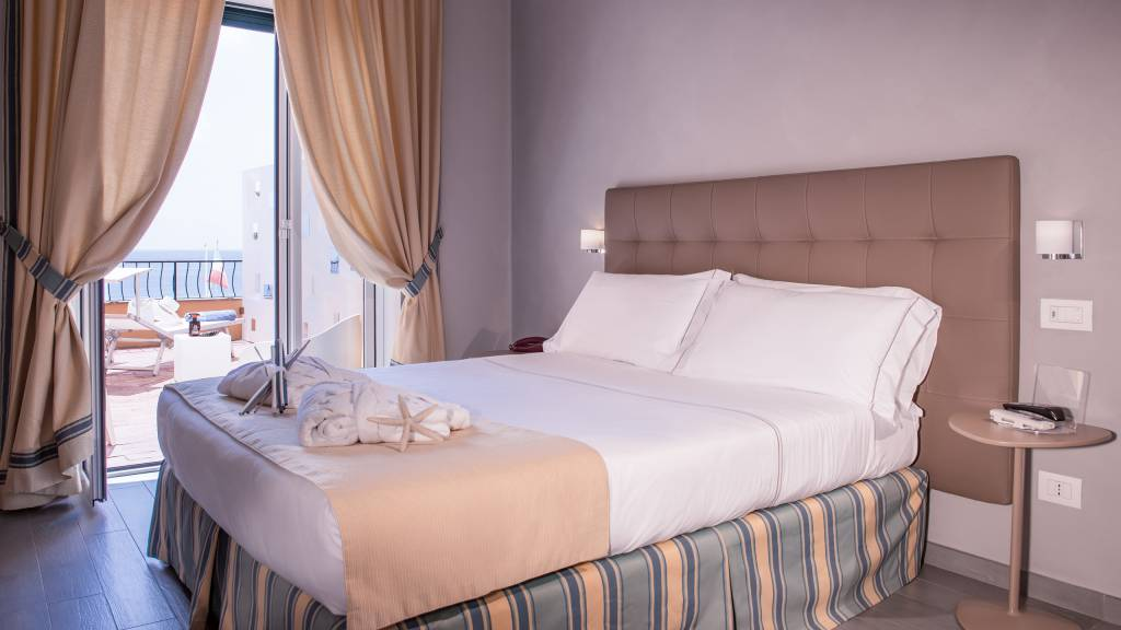 Hotel-Albatros-Varigotti-01-64camere