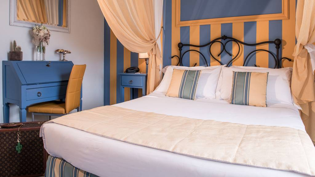 Hotel-Albatros-Varigotti-Camera-Standard-Vista-Mare-Letto-1