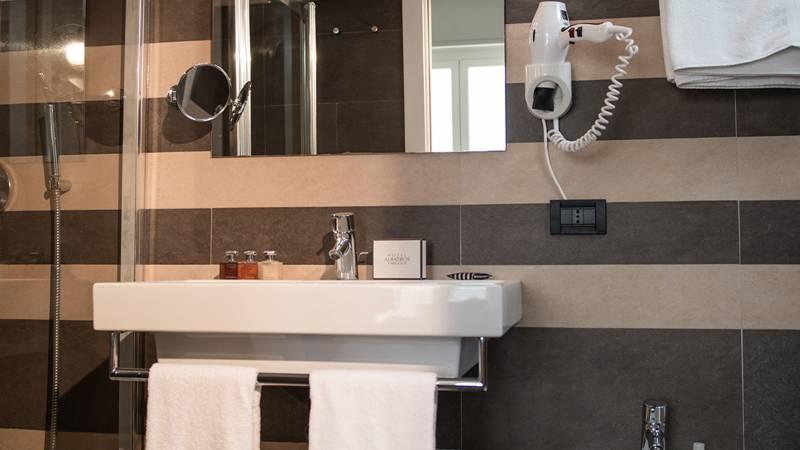 Hotel-Albatros-Varigotti-Camera-Superior-Vista-Mare-Bagno-2